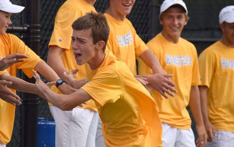 Boys Tennis advances to State